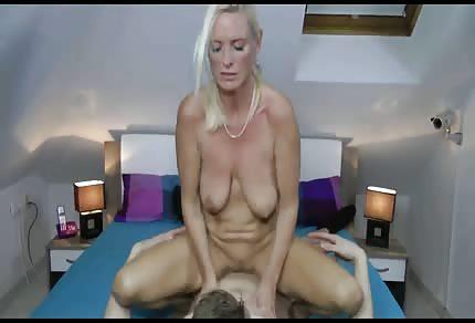 Seks z mamuśką na poddaszu