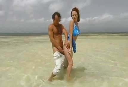Seks z rudą babeczką na wakacjach