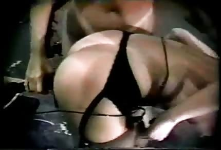 Wyruchana ostro przez seks maszyne