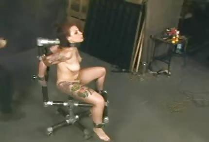 Przywiązana do krzesła dostała dużą dawkę prądu