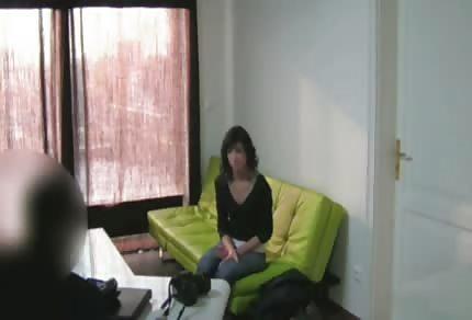 Üppiger Arsch auf dem Casting-Sofa