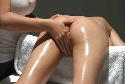 Seksowna masażystka i jej równie gorąca klientka