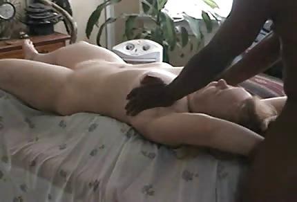 Schwarzer massiert ihre Titten