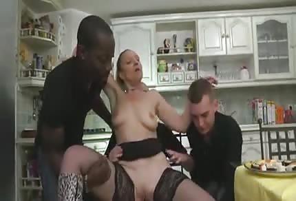 Mamuśka wyruchana w kuchni