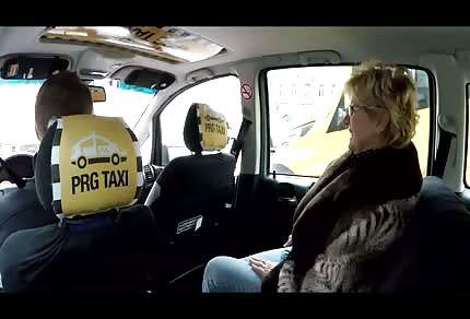 Pani pasażerka chce kierowcy wejść pod kierownicę