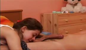 Młoda parka w łóżku
