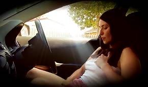 Samotna palcówka w samochodzie