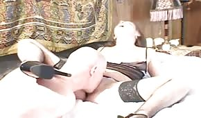 Scharfe Blondine in sexy Unterwäsche