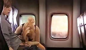 Para potrafi urozmaicić sobie czas w podróży