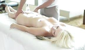 Przyjemny masaż a w gratisie ruchanie
