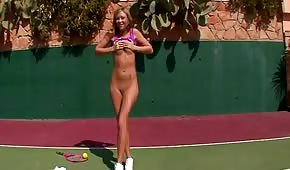 Na korcie tenisowym postanowiła wymasować swoją piczę