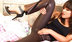 Hot chick in leather trousers