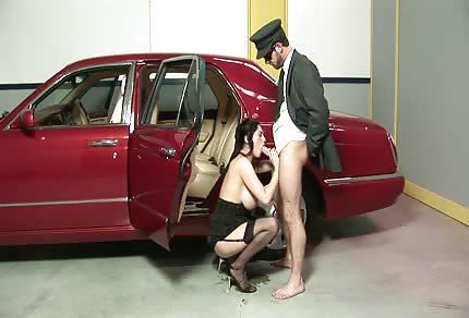 Przyssała się do gałki swojego kierowcy