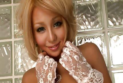 Seksowna blond Azjatka