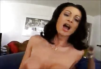 Gotowi na seks pannę i jej czarnego kolegę