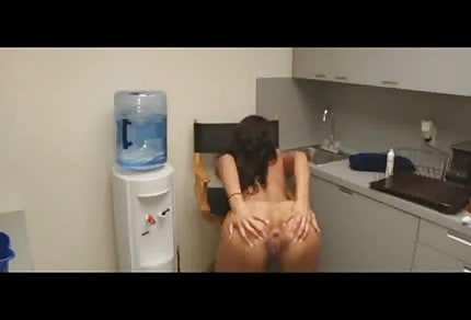 Bardzo seksowna opalona dupcia