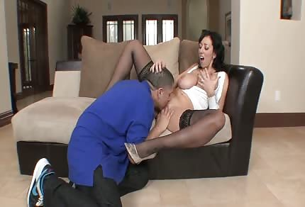 Cycata mamuśka lubi smak spermy