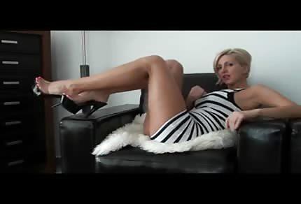 Elegancka amatorka w obcisłej sukience