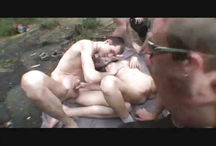 Grupowe bzykanko w lesie