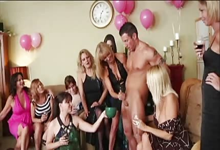 Mamuśka i jej striptizer z wielkim kutasem