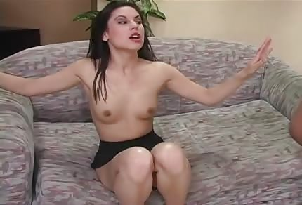 Brunette chick likes the threesomes