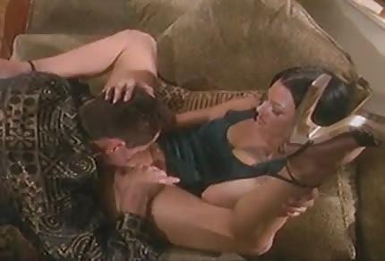 Odgrywają erotyczną scenkę