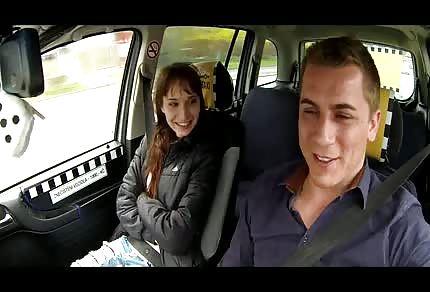 le chauffeur de taxi va à la conquête de la ville