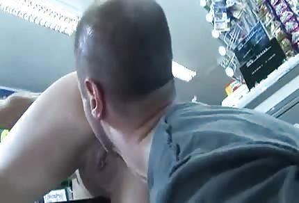 Blondyna dała dupy sklepikarzowi