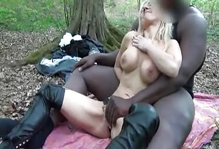 Starsza cipa i jej czarny lovelas
