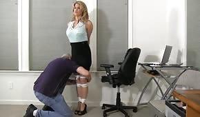 Szef ma ochotę zabawić się z sekretarką