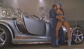 Seks w warsztacie samochodowym