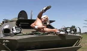 Sex auf dem Panzer