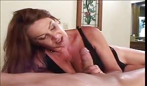 Posuwa mamuśkę na łóżku
