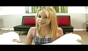 Skinny young blonde chick blow his dick