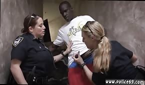 Policjantki dogadzają bandycie