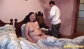 Seks z ciężarną brunetką