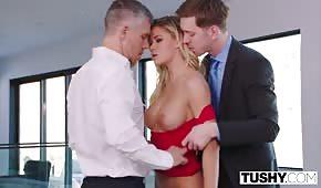 Bogaci panowie posuwają porno gwiazdę