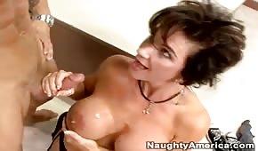 Gorąca seks mamuśka lubi wytryski