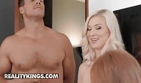 Farciarz rucha dwie seksowne panie