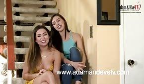Lesbijskie igraszki na schodach