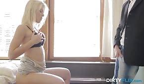 Zmysłowe porno z białowłosą niunią