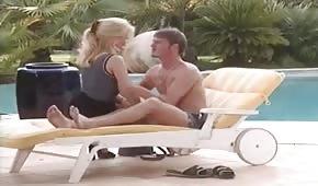 Retro seksik na leżaku z Gina Wild