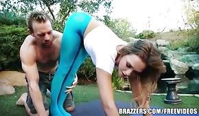 Seks w ogrodzie z Mia Malkova