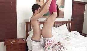 Poranna zabawa z ciężarną partnerką