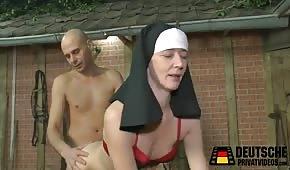 Seks z siostrą zakonną na sianie
