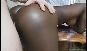 Blady penis w czekoladowej dupeczce