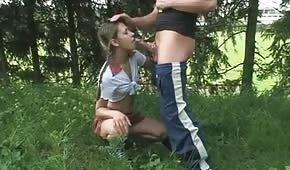 Oralne zabawy z młodą nastolatką