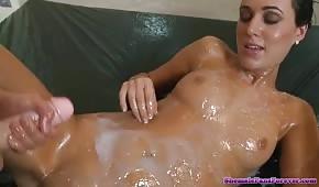 Szalone lesby zabawiają się w spermie