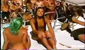 Wakacyjny retro seks na jachcie