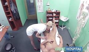 Numerek w szpitalu z fajną pielęgniarką